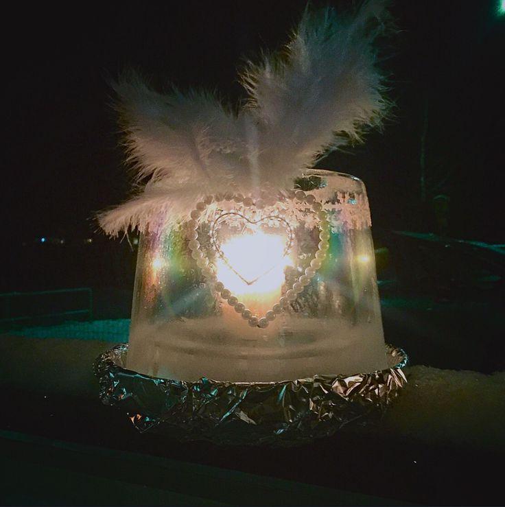 Jäälyhty tuunattuna ❤️ Ice lantern with feathers