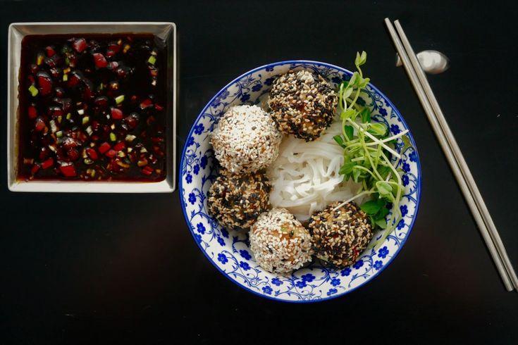 Je me suis inspirée d'une autre recette du blogue, les boulettes du général Tao que plusieurs d'entre vous ont concoctées depuis sa publication en 2016. Mais cette recette est tout à fait différent…