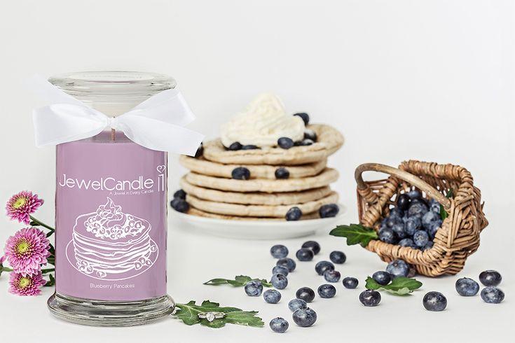Cette JewelCandle vous enchantera avec son délicieux parfum de pancakes aux myrtilles et sa sublime bague en argent véritable cachée à l'intérieur!