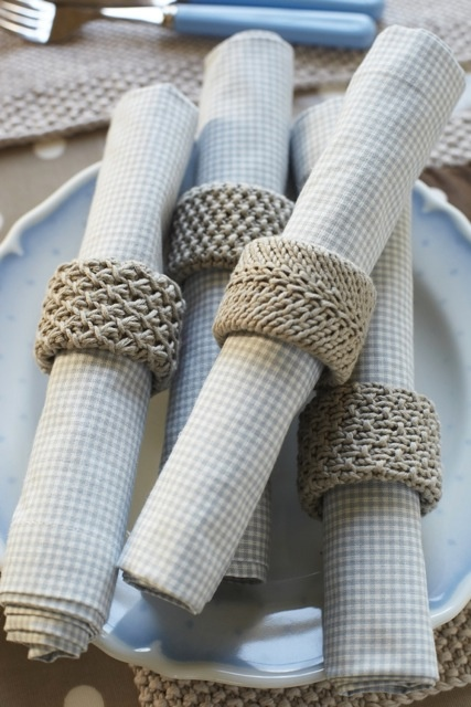 love these napkin rings #debbiebliss #magazine knit up in Eco Baby using a cardboard tube insert (for inspiration as I cannot find pattern)