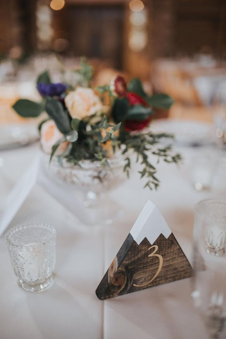 Berg Tischnummern. Holztisch Zahlen. Rustikale Hochzeit Tischdekoration. Goldgebirgshochzeit D   – Wedding table decorations