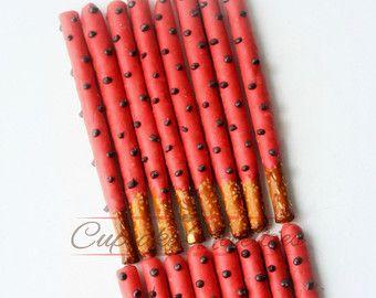 Favorece la fiesta de cumpleaños de la mariquita mariquita bebé ducha lunares galletas Pretzels de Chocolate de San Valentín galletas bebé ducha galletas negro rojo