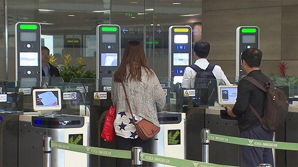 오늘부터 만 19세 이상 한국인은 사전 등록을 하지 않아도 인천공항에서 자동출입국심사를 바로 이용할 수 있다. 인천국제공항공사 출입국관리사무소는 ...