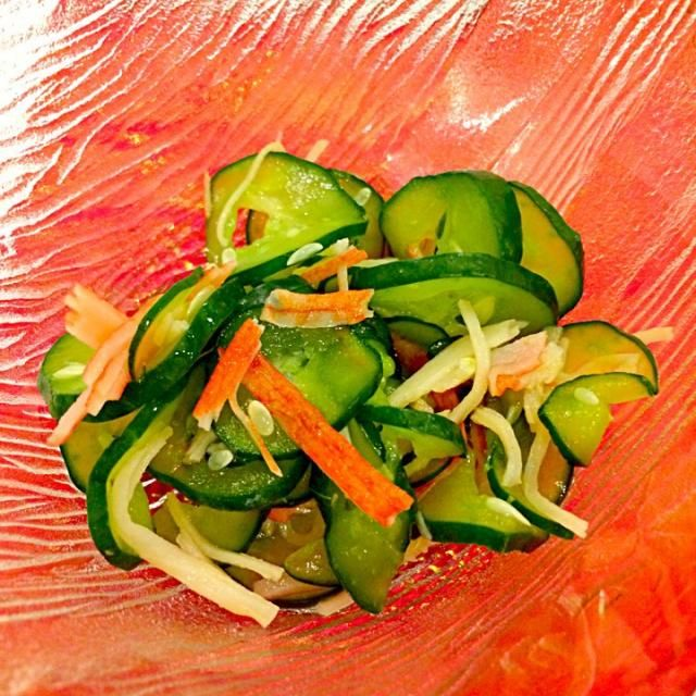 副菜にピッタリ!10分で出来る簡単料理です(^^) - 11件のもぐもぐ - キュウリとカニカマの酢の物 by sasasacchon