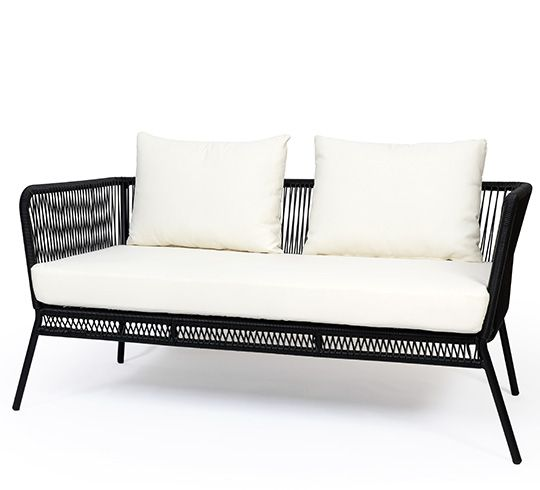 Ce canapé de jardin fil noir Mexico et coussin ivoire apporte une touche d'originalité à votre terrasse. Le cordage scoubidou tressé main de ce canapé de jardin fil noir vous procurera un incroyable