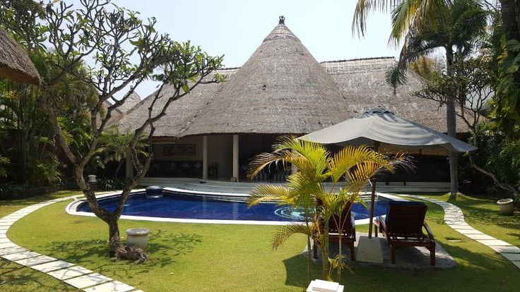 Dusun Villas Bali (Seminyak) - Hotel Reviews  🌸 Lost LeBlanc stays there for a few nights - it looks awesome !  WOULD BE AMAZING to go there with 5 more people - 3 bedrooms, double beds in each  Actually works out to an alright (expensive but ya know) price if you split it between 6 people ! yay