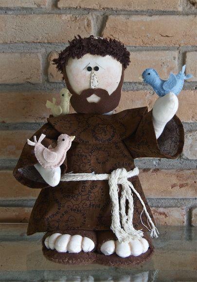 Boneco de São Francisco de Assis produzido com tecidos e feltros. R$ 98,00