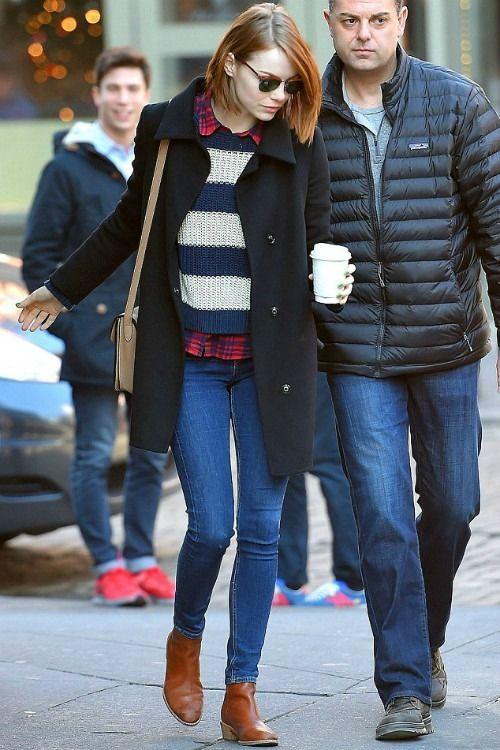 12/27 #エマ・ストーン #ボーダーニット #チェックシャツ #スキニーデニム |海外セレブ最新画像・私服ファッション・着用ブランドまとめてチェック DailyCelebrityDiary*