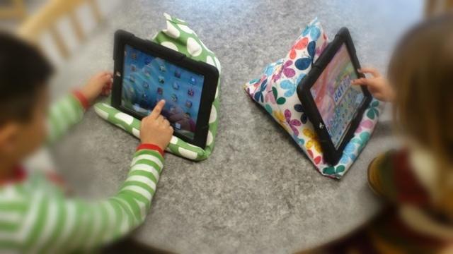 Gullvivans förskolor - lärplattor i undervisningen: iPad kuddstöd