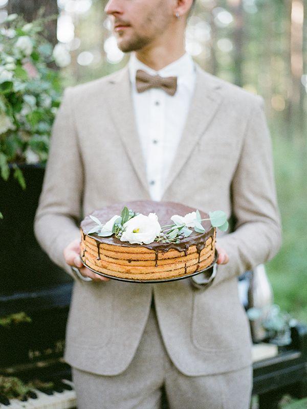 Wedding cake in rustic style with groom, wedding ideas