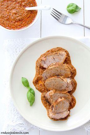 Przepis na: Polędwiczki wieprzowe w sosie z czerwonym pesto