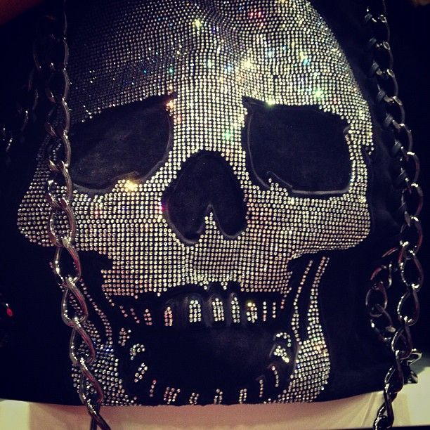 Sparkly Skull bag <3 WANT THIS SO BAD!