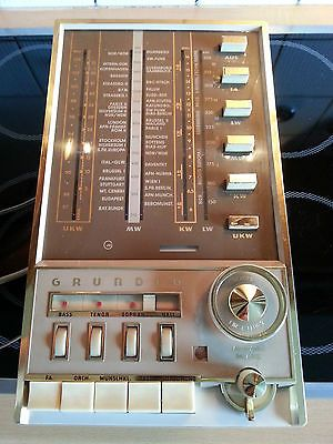 Grundig-HF1-Roehrenradio-und-Endstufe-NF1