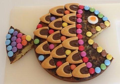Un gâteau au yaourt, Un glaçage au chocolat, Des barquettes chocolat et des smarties!