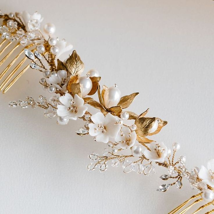 "139 curtidas, 8 comentários - TANIA MARAS (@taniamarasbridal) no Instagram: ""The BLUSHING comb, customised for the loveliest bride Marcella """