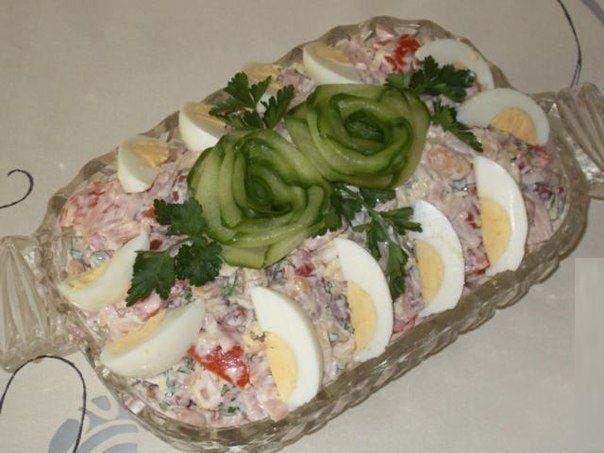 Ингредиенты: Фасоль (консервированная красная и белая - по 1 бан.) — 2 бан. Ветчина (или копченая курица) — 400 г Сыр твердый — 150-200 ...