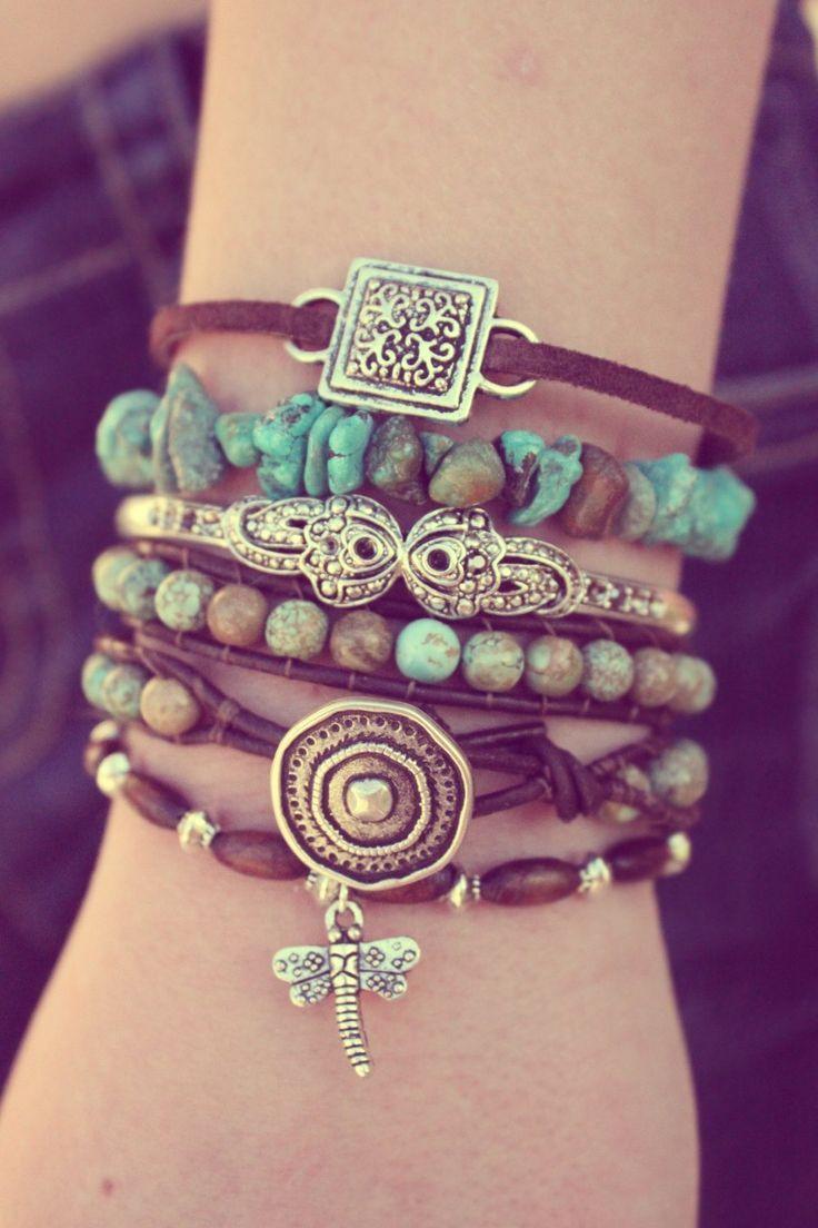 boho bracelet. Pedras, couro, metais...marrom e turquesa....lindo!