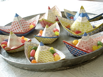 bateaux en papier, idée présentation bonbons