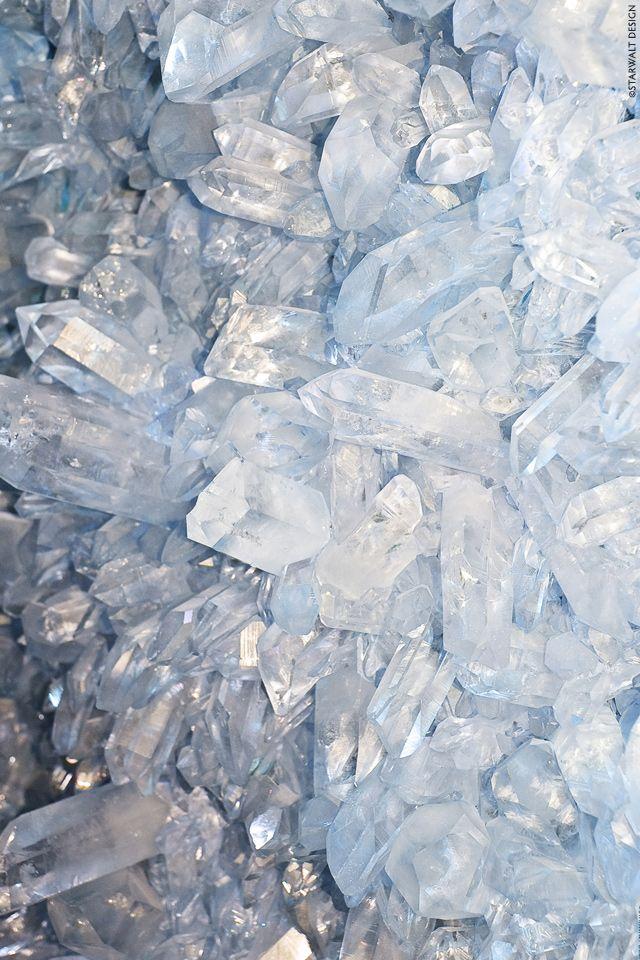 Colour goals : crystals