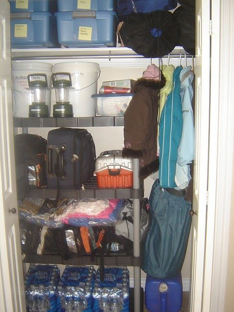 72 hour kit, what to pack, where to store: blankets in air compressed bags to save space especially if evacuating on foot