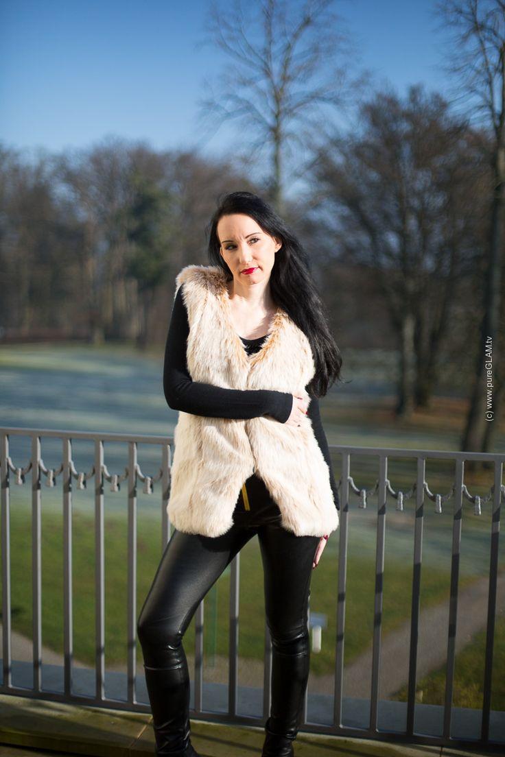 Lederhose in schwarz mit Kunstfellweste von @ArcanumFashion - Fo