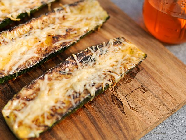 Grilled Zucchini: Garlic Chilis, Grilled Zucchini, Side Dishes, Recipe, Olives Oil, Chilis Oil, Serious Eating, Garlicchili Oil, Zucchini Parmesan
