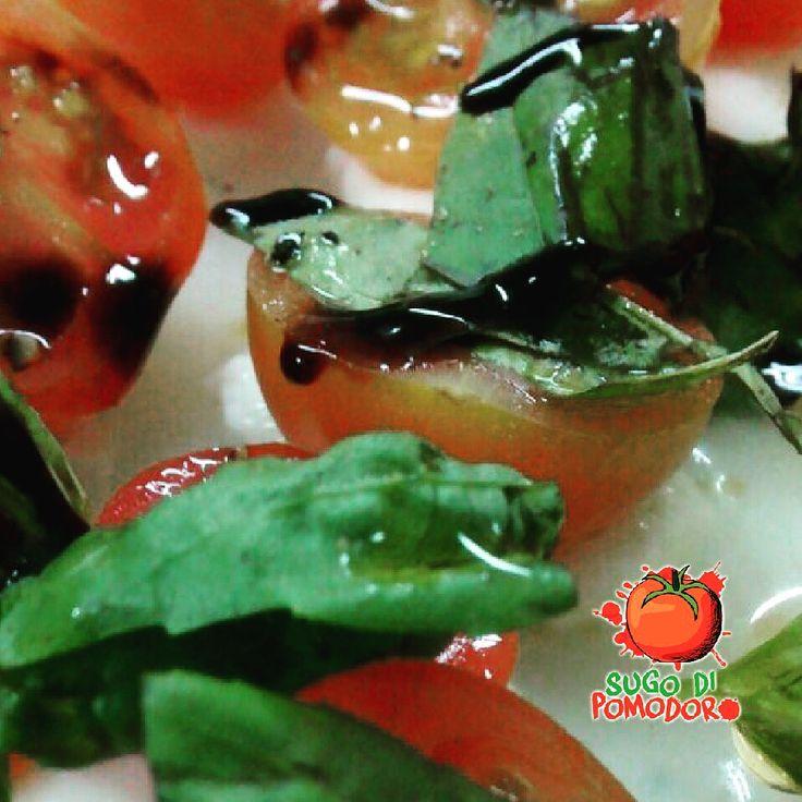 Y esto sí que es fácil y delicioso... Ensalada capresse con tomates cherry #SugoDiPomodoro #Nutrición #Recetas #FoodPorn #Tasty #ClasesDeCocina #Gastronomía #Cocina #SugoDiPomodoroCocina #CocinaParaPerezosos #QueHacerEnMedellin