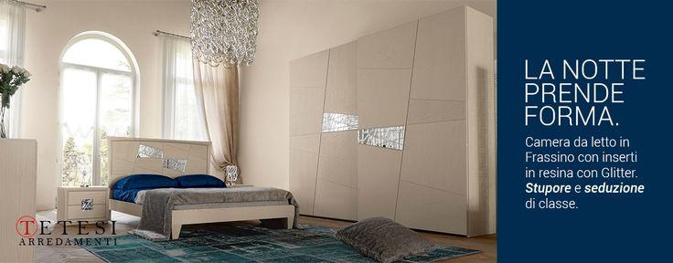 Camera da letto in stile moderno contemporaneo, in legno di noce chiaro. L'eleganza della notte.