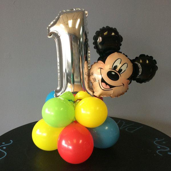 Centro de mesa con globos metalizados de fiesta Mickey Mouse. #FiestaMickeyMouse