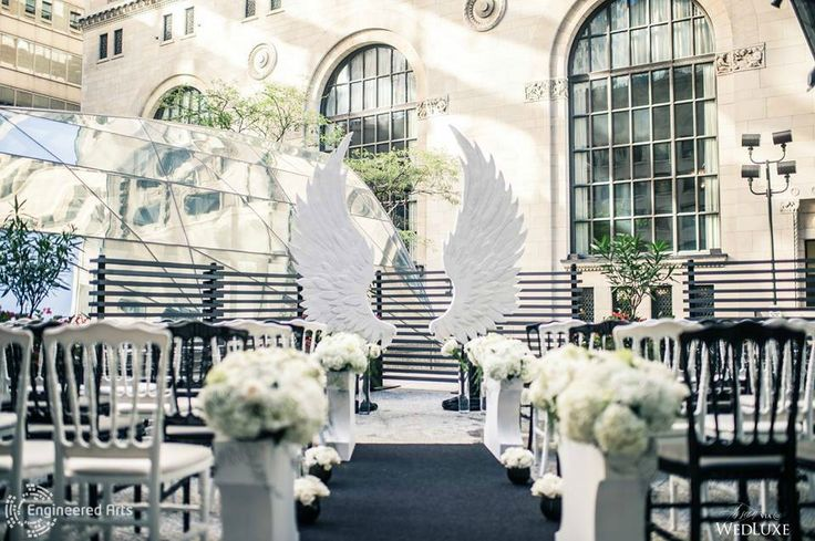 White Angel Wings photoshoot for the Wedluxe Magazine with Flowers Time #sculpture#3dfoam#3d#toronto#wedding#event