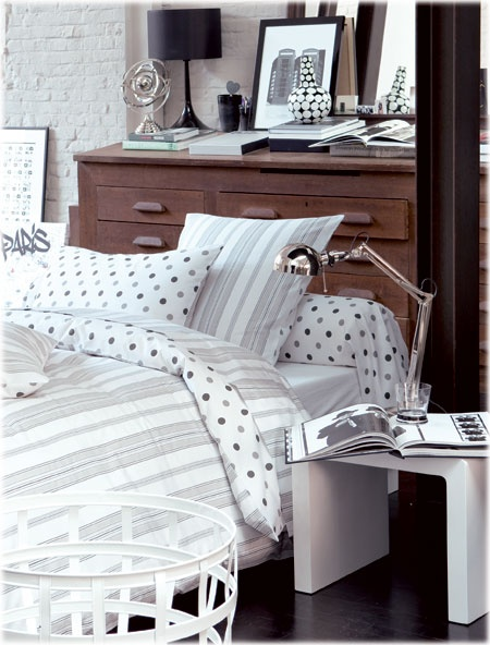 parure de lit grise et blanche linge de lit pinterest. Black Bedroom Furniture Sets. Home Design Ideas