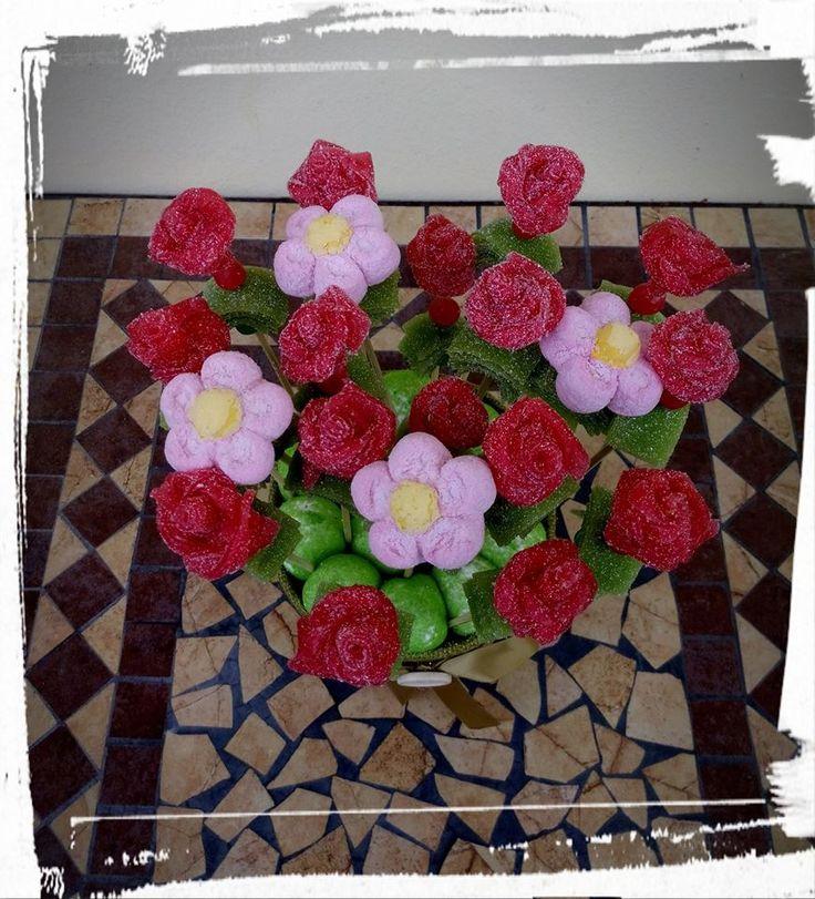 Rose & Margherite per un gustosissimo omaggio floreale! #caramelle #candy #caramellegommose #candy #marshmallow #tortedicaramelle #cornici #matrimonio #wedding # fiori #flowers