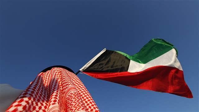 Kuwait mengeksekusi 7 orang termasuk anggota keluarga kerajaan  KUWAIT (Arrahmah.com) - Pihak berwenang Kuwait pada Rabu (25/1/2017) mengeksekusi tujuh orang yang dihukum atas berbagai tuduhan kriminal lapor Kuwait News Agency (KUNA).  Tujuh orang tersebut termasuk dua warga Kuwait dan dua warga Mesir bersama dengan seorang warga Bangladesh seorang warga Filipina dan Ethiopia menurut seorang pejabat kejaksaan sebagaimana dikutip KUNA.  Salah satu dari dua warga negara Kuwait - Pangeran…