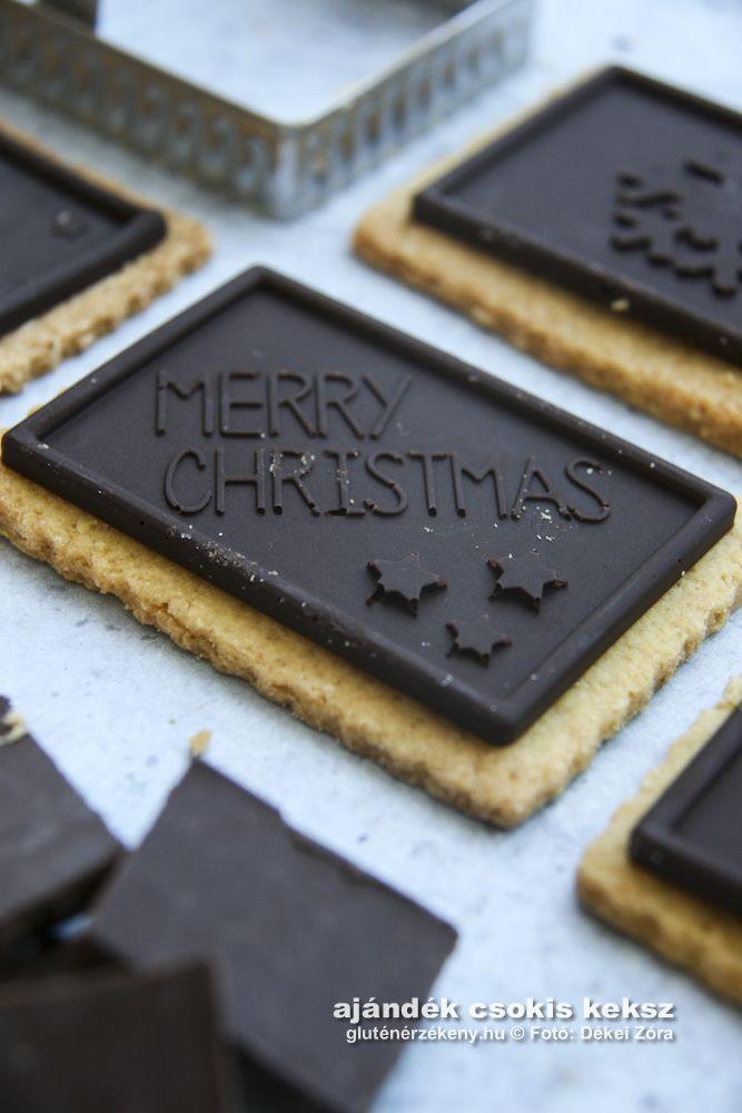 Csokis ajándékkeksz - Újabb mutatós ehető ajándékötlet Csokis ajándékkeksz – Újabb mutatós ehető ajándékötlet – avagy mi már nagyon karácsonyi lázban égünk! Mandulás aprósüteményt kicsit más köntösben!