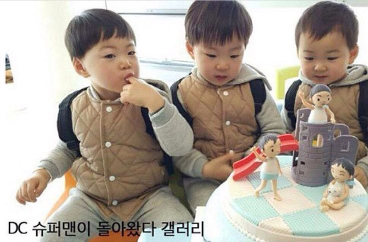 Triplets with their birthday cake made from a fan ❤️