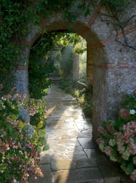 this garden was designed by sir edwin lutyens and gertrude jekyll source garden design by carolyn mullet
