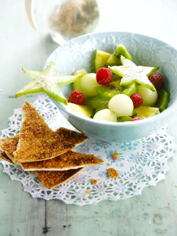 """Het lekkerste recept voor """"Fruitsalade met kaneelchips"""" vind je bij njam! Ontdek nu meer dan duizenden smakelijke njam!-recepten voor alledaags kookplezier!"""