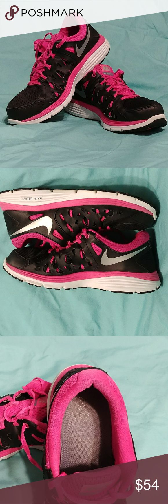 Nike Dual Fusion Womens Nike Dual Fusion size 10 black,  pink and white. EUC Normal wear No Damage. Feel free to ask any questions. Thank You for shopping my closet❤ Nike Shoes