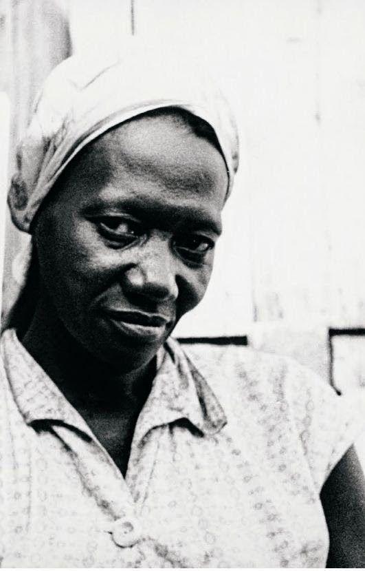 Carolina Maria de Jesus  Escritora brasileira  Carolina Maria de Jesus tinha 43 anos quando foi descoberta pelo jornalista Audálio Dantas, em 1958, na favela do Canindé, Zona Norte de São Paulo.