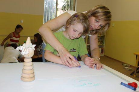 Grafomotorika prakticky B | Institut praktické pedagogiky  Akreditovaný seminář pro pedagogy a rodiče, kde si vyzkoušíte, jak naučit děti držet psací náčiní, uvolnit ruku, zvládat grafomotorická cvičení i psaní do písanky.  Zažijete na vlastní kůži všechny hry, cvičení a vyzkoušíte si pomůcky k rozvoji jemné a hrubé motoriky, koordinace,  psaní a kreslení.