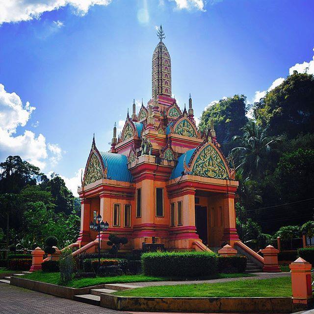 #temple au cœur de la ville de #phangnga #mathailande #thailand #thai #thailande #bouddhisme