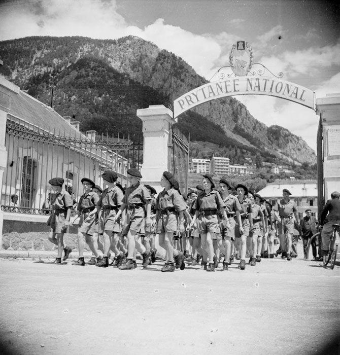 Le prytanée national de La Flèche, la plus ancienne des écoles militaires préparatoires, s'est replié au quartier Berwick à Briançon, dans la zone libre jusqu'en novembre 1942.