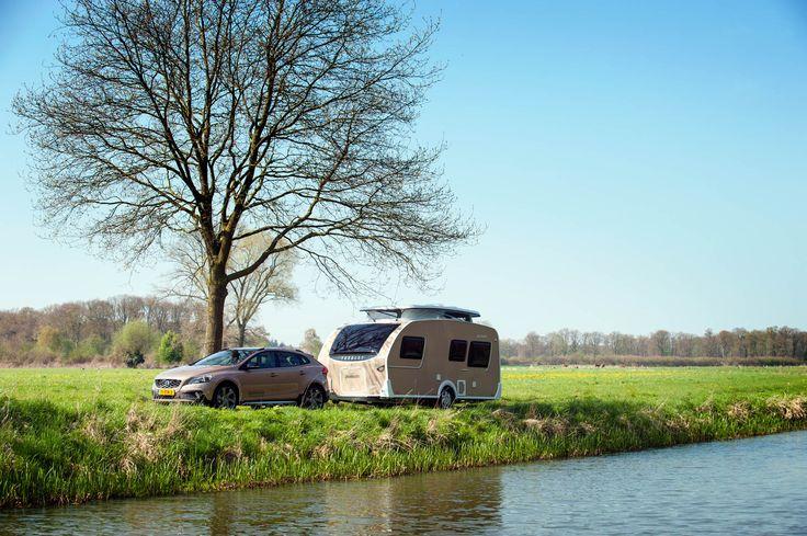 Een unieke combinatie Volvo V40 Cross Country met deze Dethleffs Caravan.