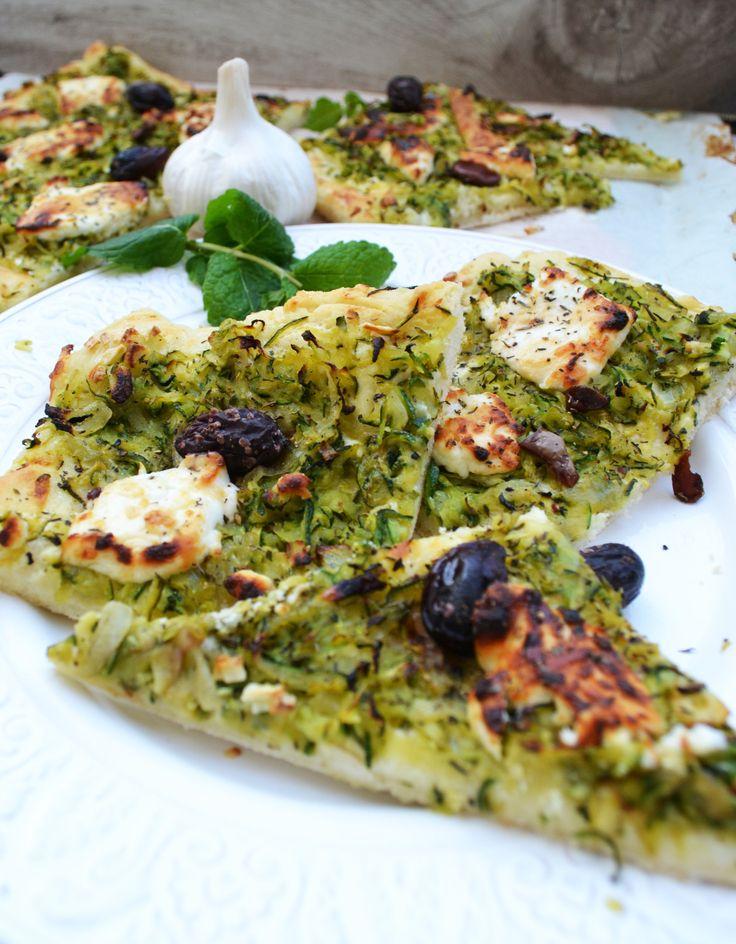 Mein südfranzösischer Traum! Zucchini-Pissaladière mit Ziegenkäse