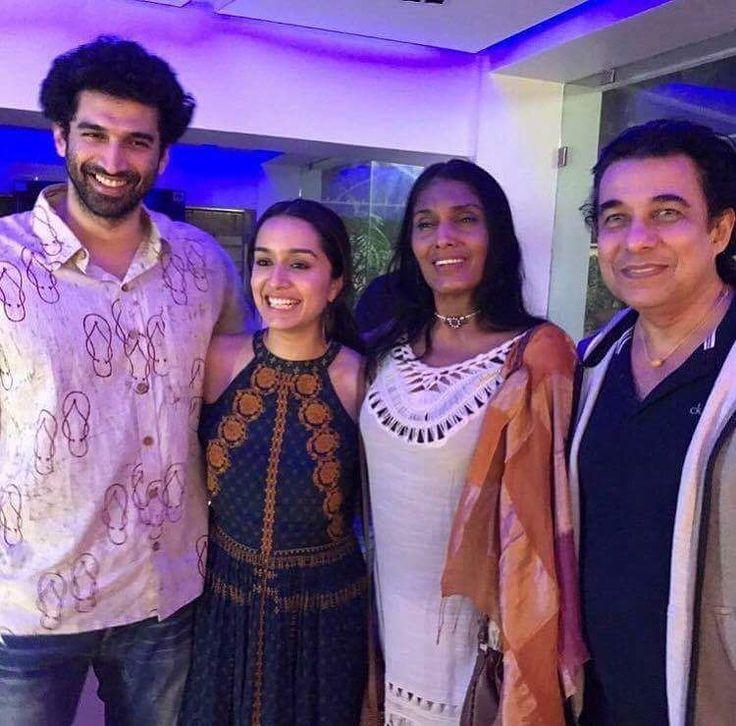 Aashiqui 2 stars Shraddha Kapoor and Aditya Roy Kapur met the original Aashiqui stars Anu Aggarwal and Deepak Tijori striking a chord of nostalgia. @filmywave  #ShraddhaKapoor #AdityaRoyKapoor #AnuAggarwal #DeepakTijori #Aashiqui #Aashiqui2 #celebrity #bollywood #bollywoodactress #bollywoodactor #actor #actress #star #fashion #fashionista #bollywoodfashion #bollywoodstyle #glamorous #hot #sexy #love #beauty #instalike #instacomment #filmywave