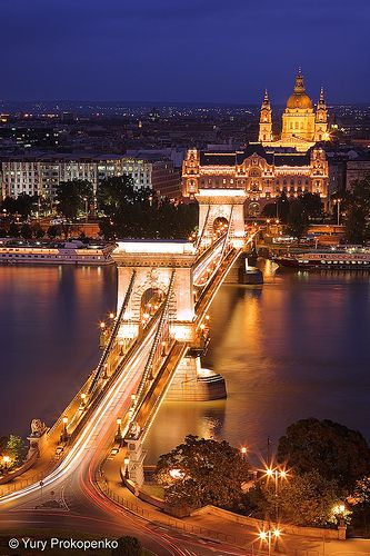 Night view of Széchenyi Chain Bridge from the top of the hill where the cable car stops. Budapest, Hungary