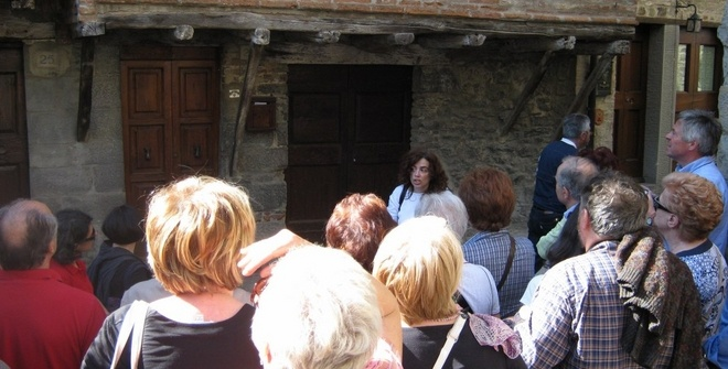 Guided walking tour of Cortona with English-speaking tourist guide - visit to the Medieval district of Cortona