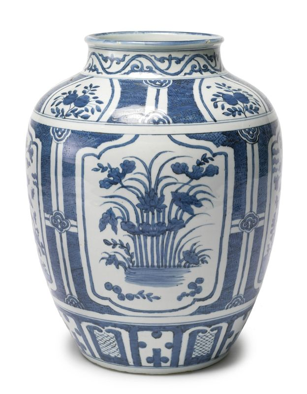 A large Chinese porcelain blue and white jar, Wanli period, circa 1600