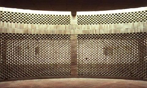 incredibly light brick screen / Rogelio Salmona