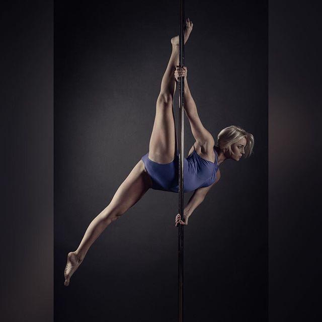 les 951 meilleures images du tableau pole dance sur pinterest pole fitness soies a riennes et. Black Bedroom Furniture Sets. Home Design Ideas